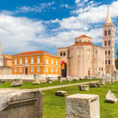 https://www.shutterstock.com/image-photo/historic-center-croatian-town-zadar-mediterranean-696812644?irgwc=1&utm_medium=Affiliate&utm_campaign=Hans%20Braxmeier%20und%20Simon%20Steinberger%20GbR&utm_source=44814&utm_term=