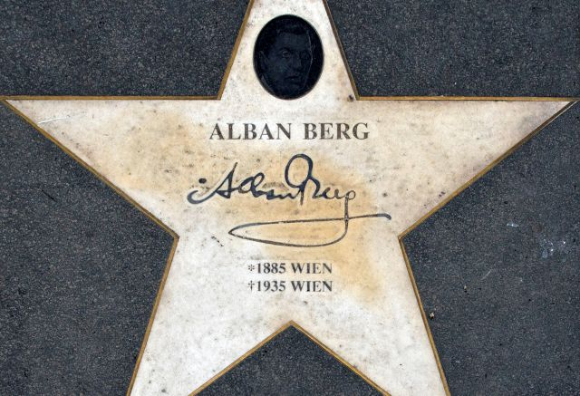 https://upload.wikimedia.org/wikipedia/commons/0/0e/Alban_Berg_star_Vienna.jpg