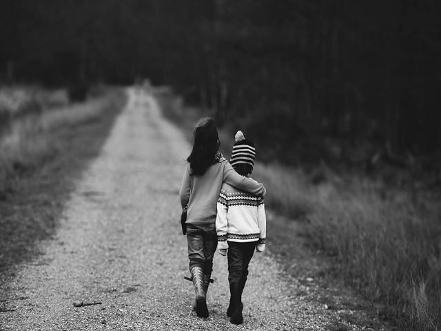 https://pixabay.com/en/children-road-distant-supportive-1149671/
