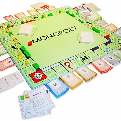 https://hr.wikipedia.org/wiki/Monopoly#/media/Datoteka:German_Monopoly_board_in_the_middle_of_a_game.jpg