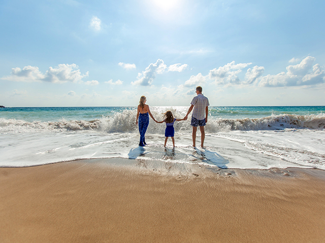 https://www.goodfreephotos.com/albums/cyprus/family-on-the-beach-in-paphos-cyprus.jpg