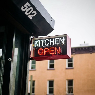 https://pixabay.com/en/kitchen-open-sign-restaurant-food-2572481/