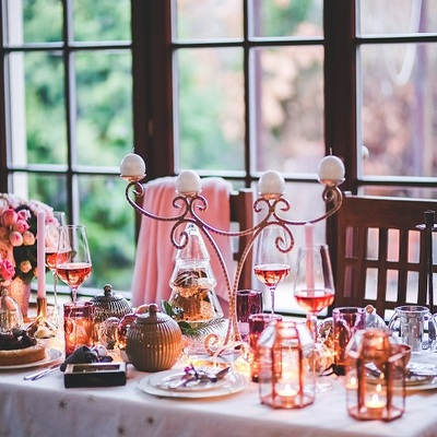 https://pixabay.com/en/christmas-xmas-table-setting-love-791110/