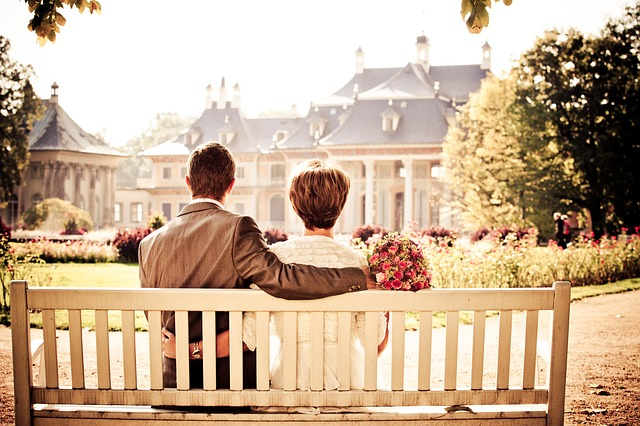 https://pixabay.com/en/couple-bride-love-wedding-bench-260899/