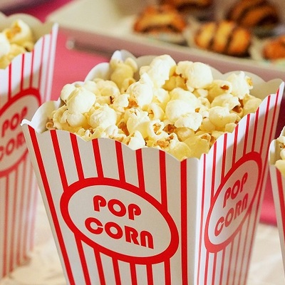 Popcorn, izvor: https://pixabay.com/en/popcorn-movie-party-entertainment-1085072/