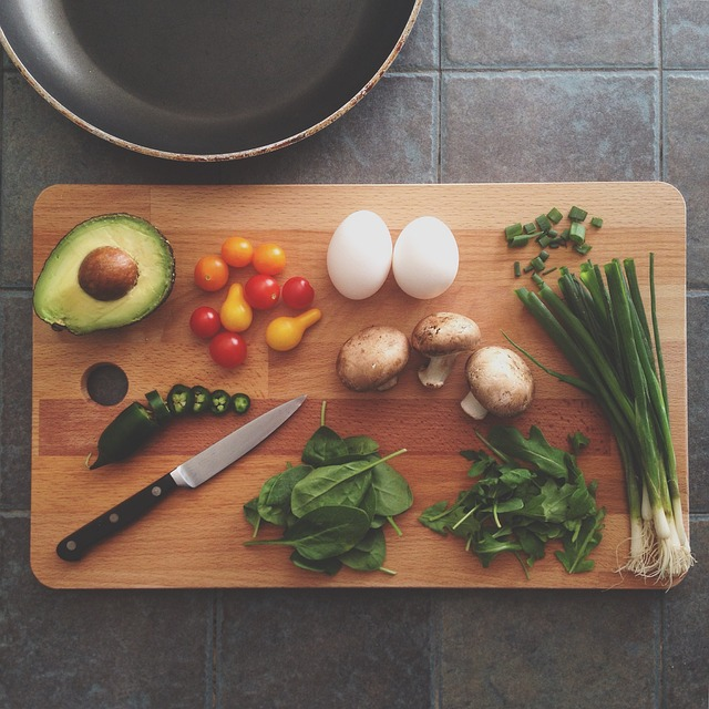 https://pixabay.com/en/avocado-celery-chopping-board-1838785/