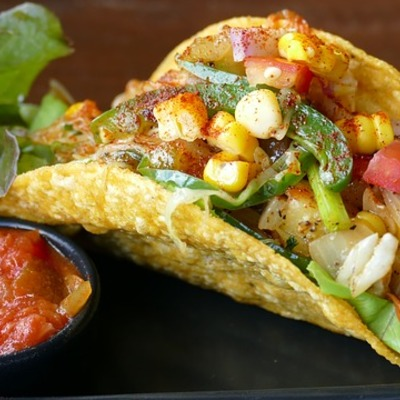 https://pixabay.com/en/tacos-mexican-eat-delicious-lunch-1613795/