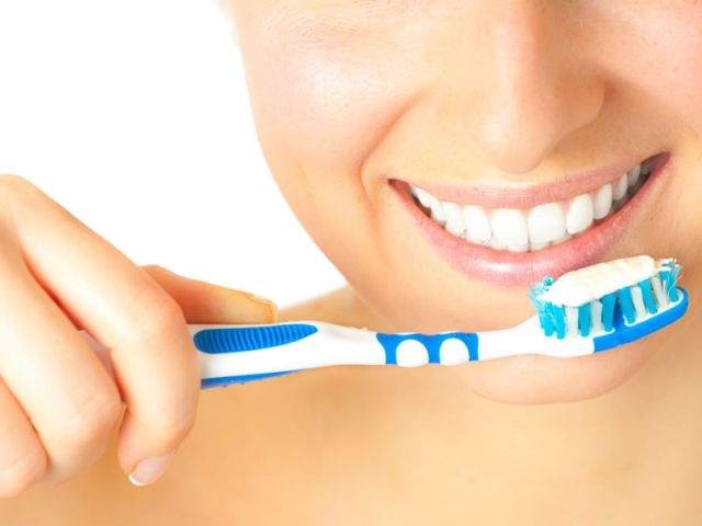Избјељивање зуба бикарбона
